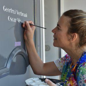 naam op de deur letterschilder