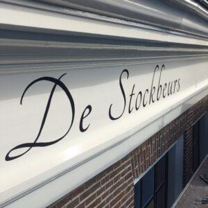 Naam op daklijst handgeschilderd Stockbeurs Delft