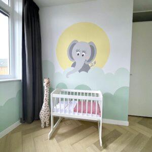 muurschildering babykamer wolken en olifant