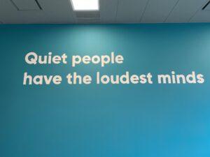 geschilderde quote om muur